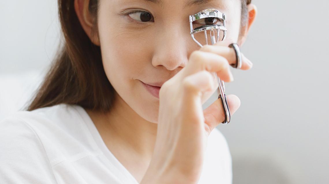 眼睫毛经常脱落是什么原因?有什么办法改善吗?