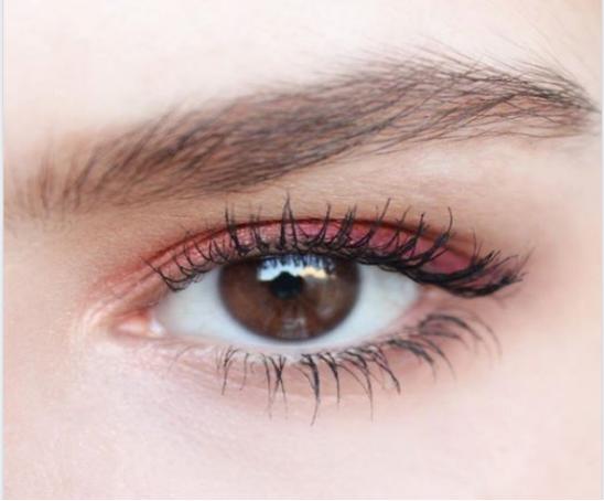 阿米娅模特眼睛特写