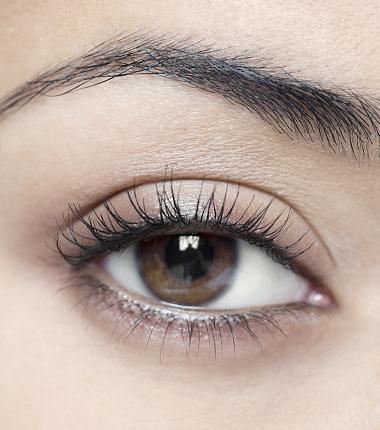 XLASH MASCARA 阿米娅纤密臻萃睫毛膏帮你打造夺目的舞台表演妆容